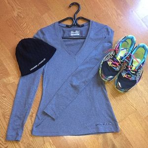 Under armour top & free hat